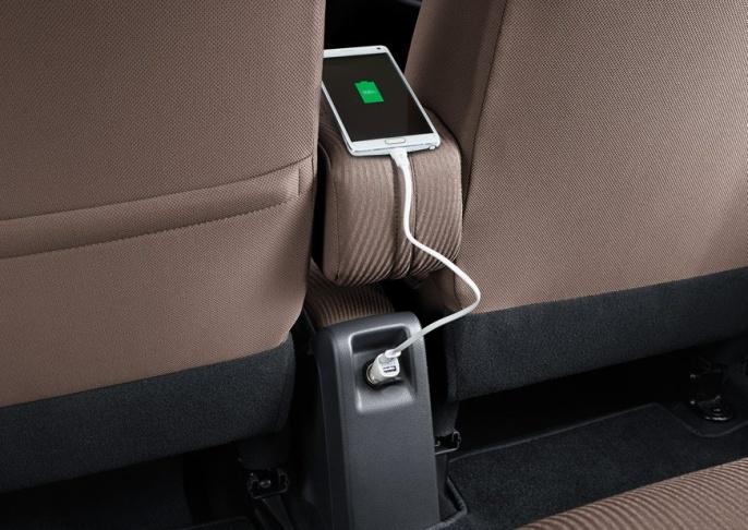 gambar menunjukkan ruang kabin dalam sebuah mobil Toyota Calya