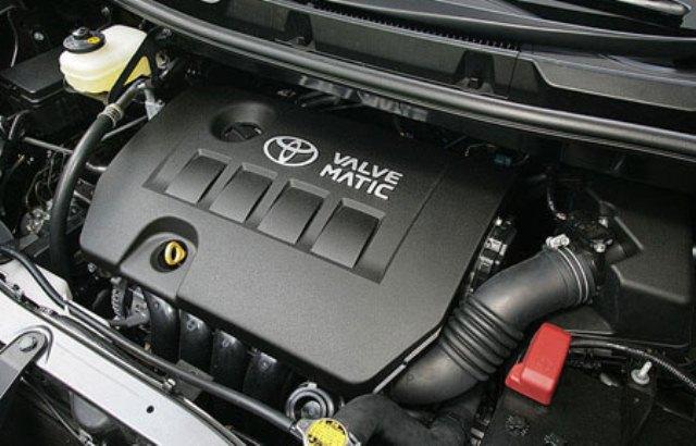 gambar menunjukkan mesin dalam sebuah mobil Toyota All New Voxy