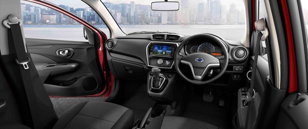 Datsun Go CVT dilengkapi monitor layar sentuh besar terintegrasi ke semua sistem