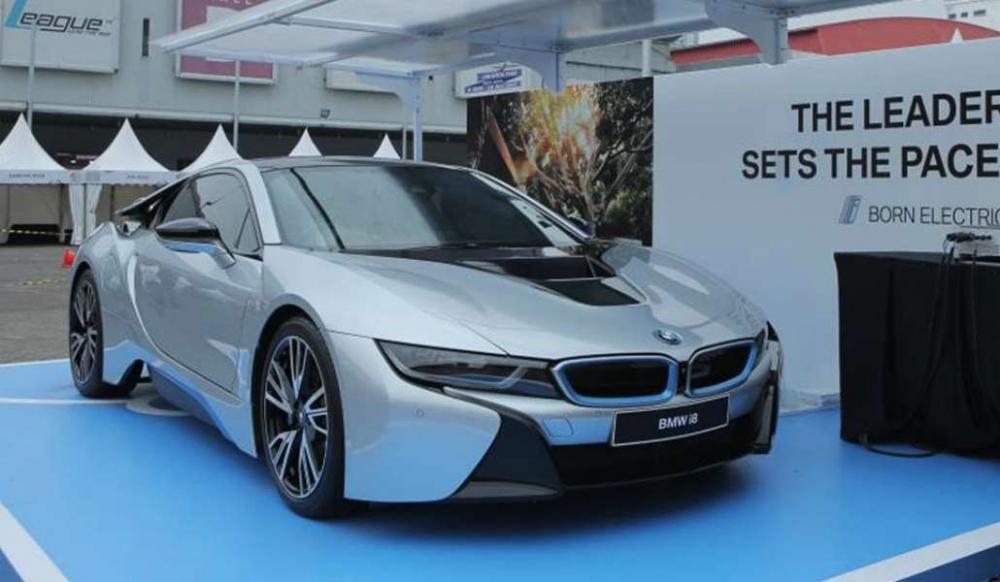 Mobil listrik BMW i8 di IIMS 2018, nampak keren