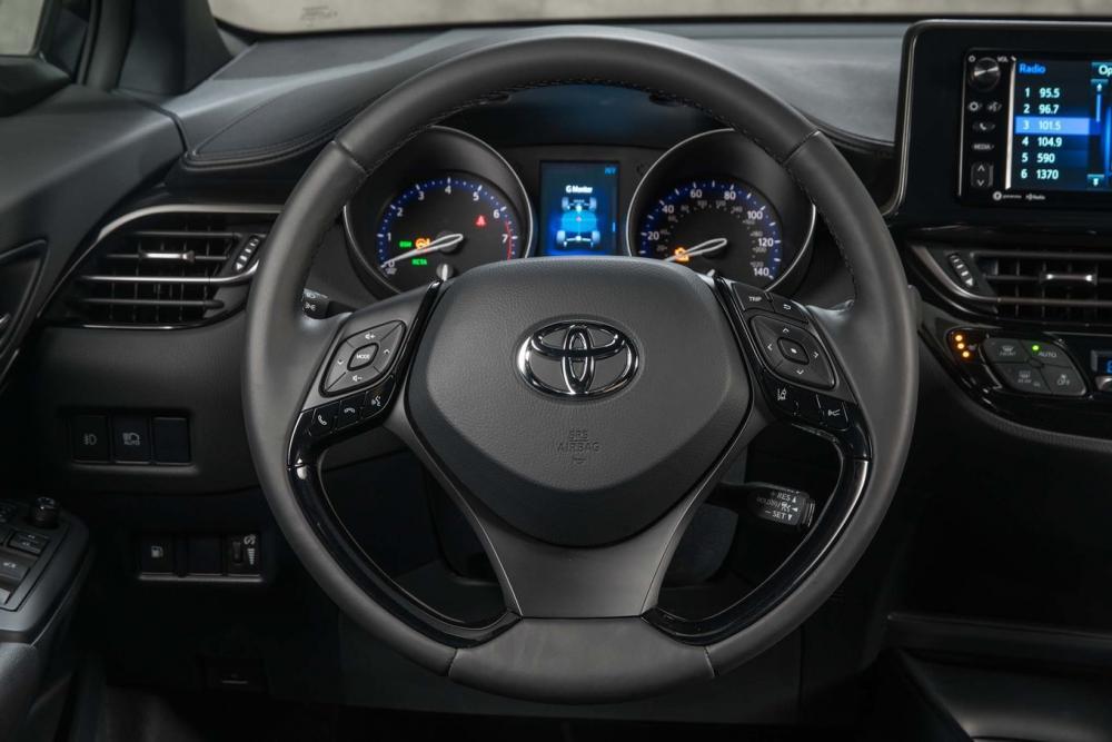 Gambar bagian setir mobil Toyota C-HR 2018 dengan warna utama yaitu hitam
