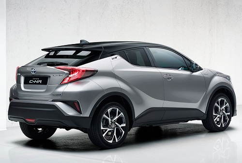 Tampilan belakang mobil Toyota C-HR 2018 berwarna abu-abu