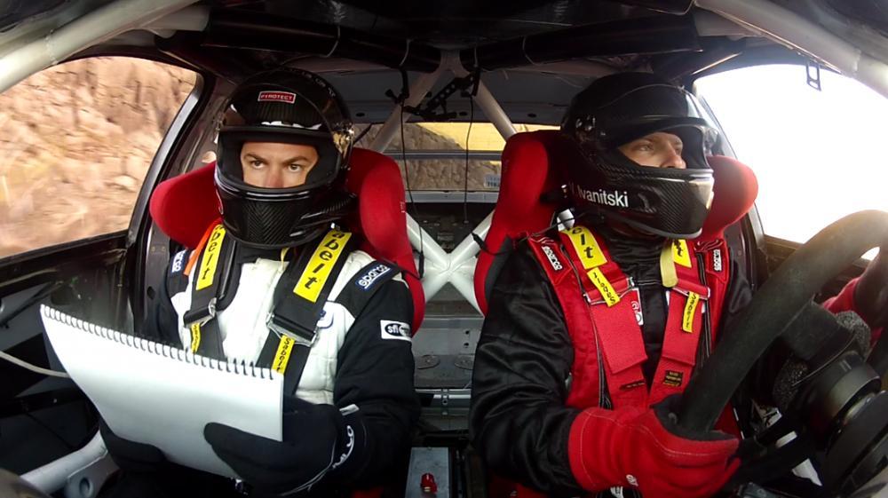 Driver and Co Driver mobil balap dalam sebuah balapan