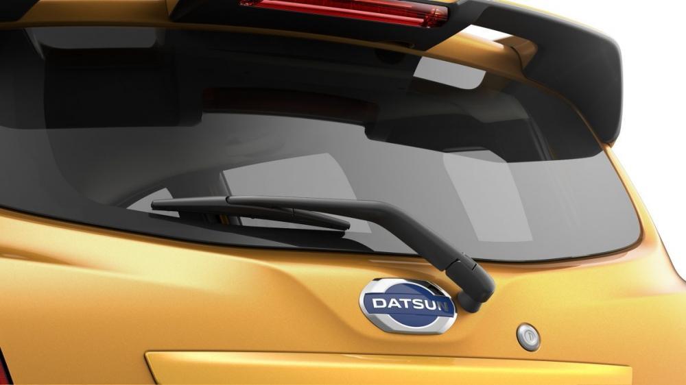 Tampilan belakang mobil Datsun Go Cross CVT 2018 berwarna kuning