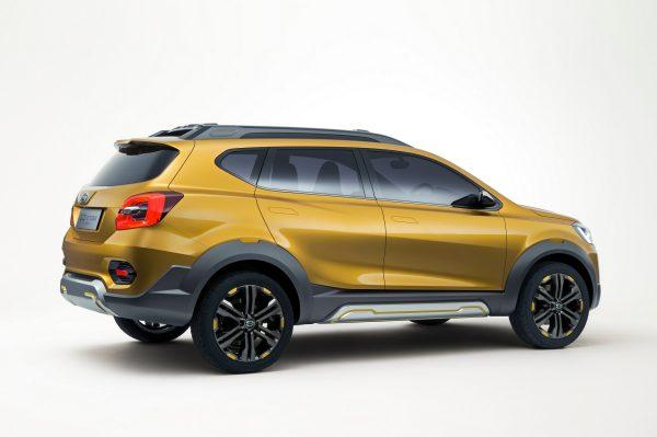 Desian sisi samping mobil Datsun Go Cross CVT 2018 berwarna kuning