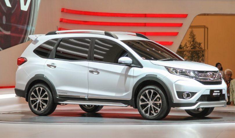 Gambar bagina eskteerior mobil Honda BR-V  berwarna putih