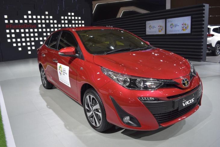 Gambar tampilan baru mobil Toyota Vios 2018 berwarna merah