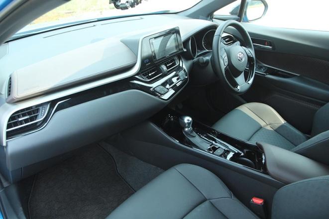 Gambar bagian interior mobil Toyota C-HR 2018