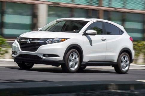Gambar mobil Honda HR-V berwarna putih dilihat dari sisi depan