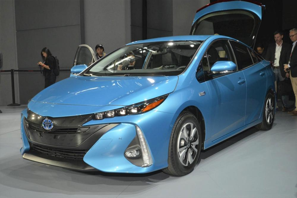 Toyota Prius Hybrid warna biru