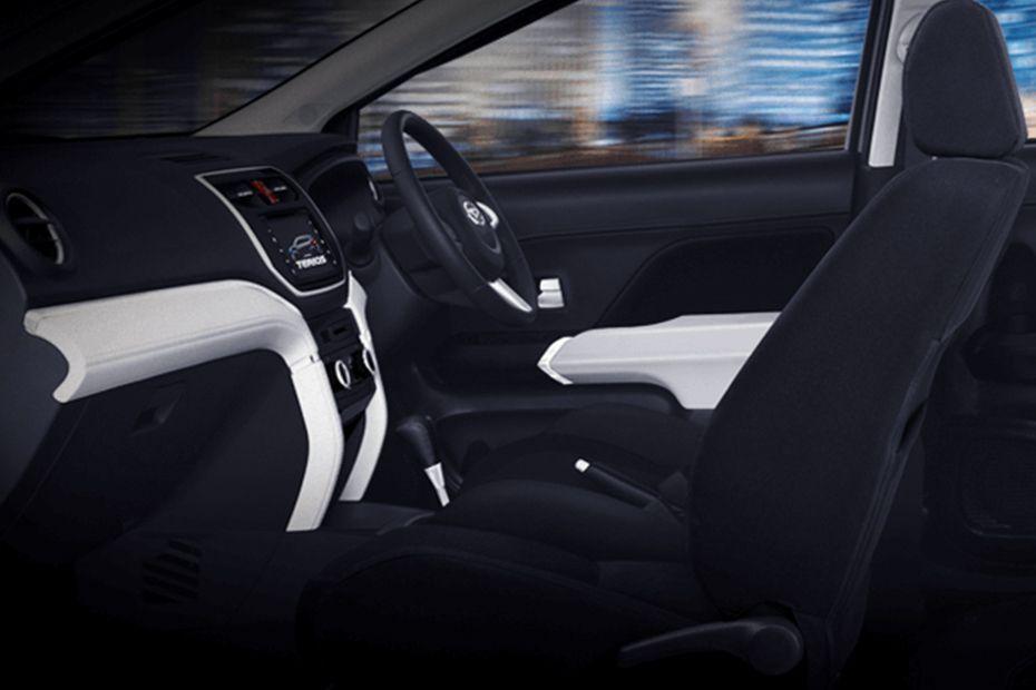 Gambar ruang kabin mobil Daihatsu Terios X Deluxe A/T 2018 dengan jok berwarna hitam