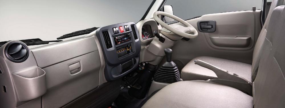 Ruang kabin mobil Isuzu Traga FD 2018