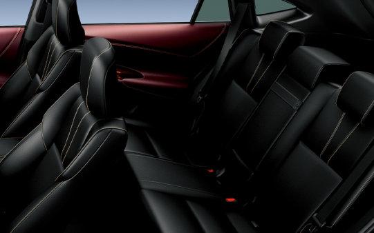 Bagina kursi mobil Toyota Harrier 2018 berwarna hitam