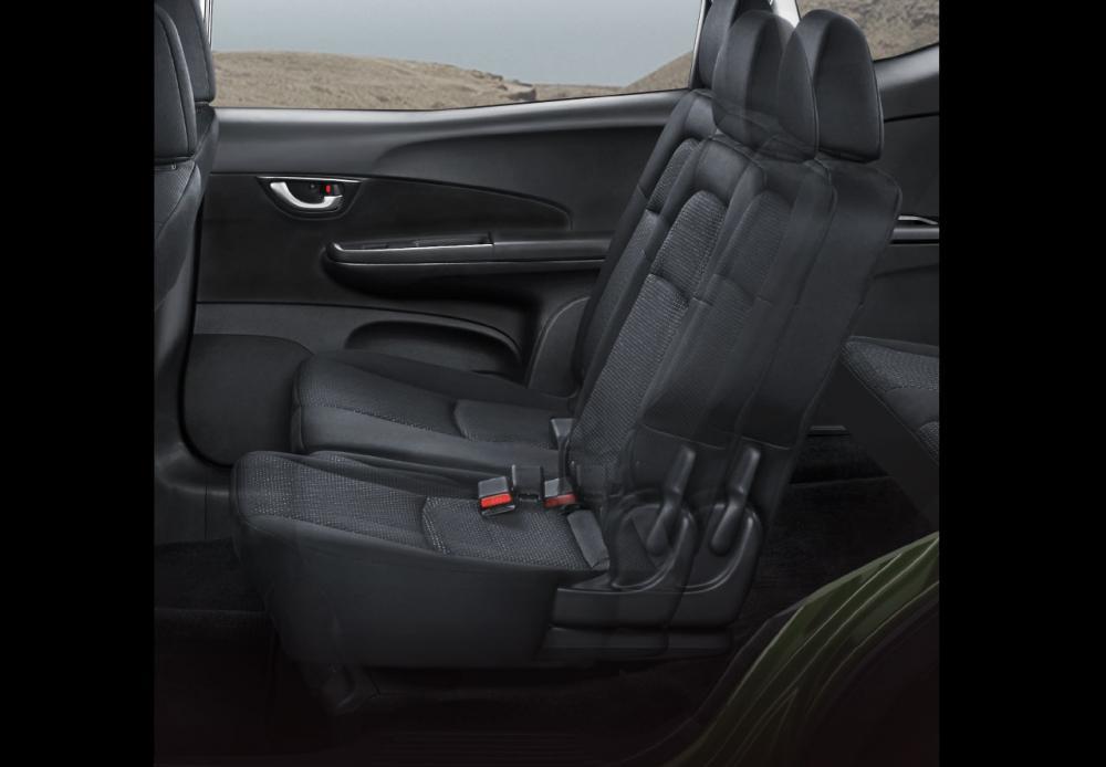 Gambar bagian kursi mobil Honda BR-V E Prestige Facelift 2018 dengan jok berwarna abu-abu