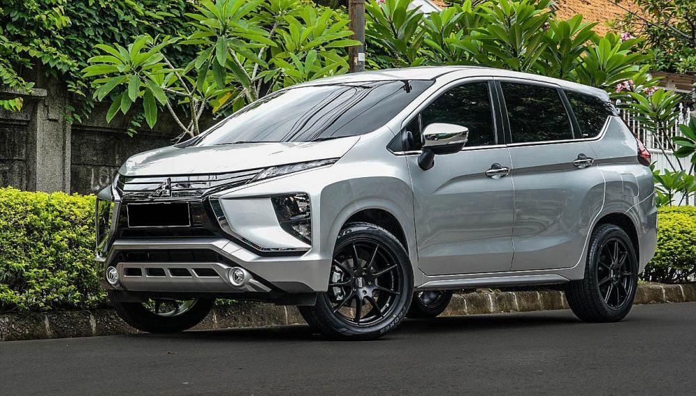 Gambar Mitsubishi Xpander tampak dari samping depan