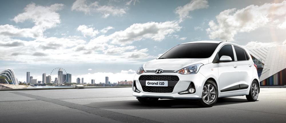 Tampilan baru mobil Hyundai Grand i10 GLX berwarna putih
