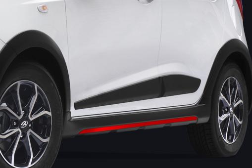 Side Moulding Hitam Besar Pada Hyundai Grand i10