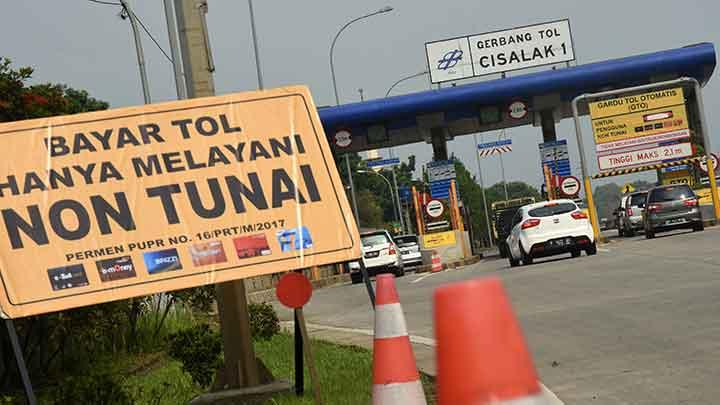 Rambu bayar tol di Gerbang tol