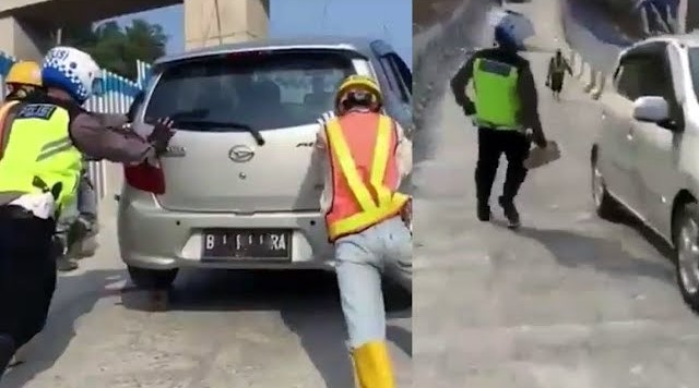 Petugas mendorong mobil daihatsu Ayla yang gagal nanjak di jembatan kenteng salatiga