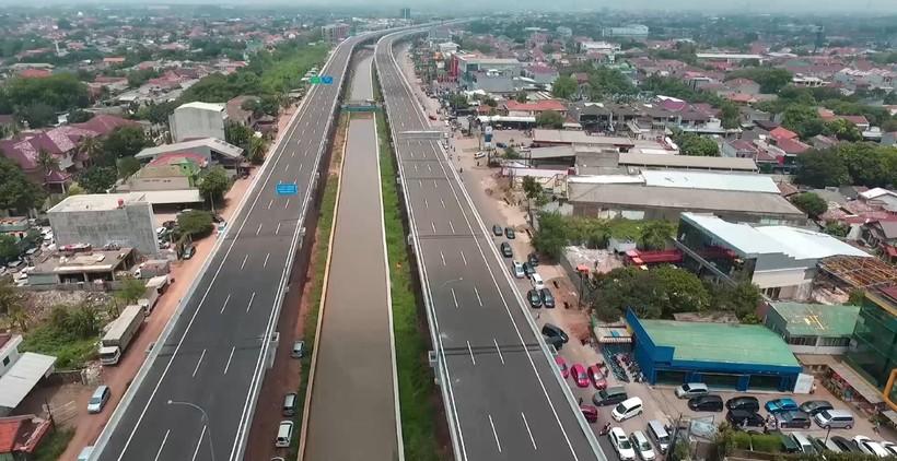 Foto Jalan tol Bekasi - Cawang - Kampung Melayu nampak lengang