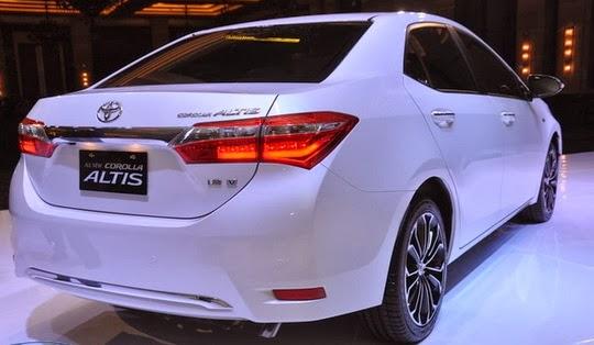 Eksterior belakang Toyota Corolla Altis 2017 menghadirkan lampu berkelas yakni LED Rear Combination Lamps