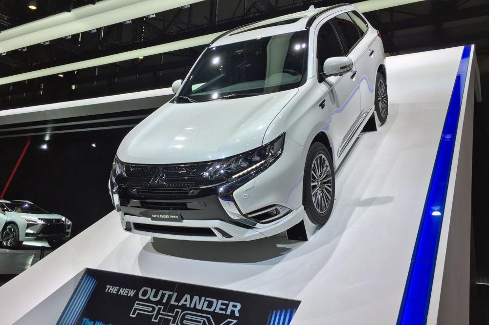 Mitsubishi Outlander PHEV saat di Geneva Motor Show 2018