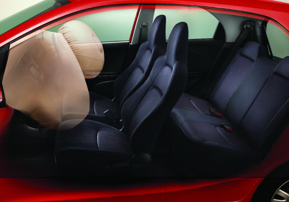 gambar fitur airbag honda brio 2017 yang akan melindungi penumpang depan