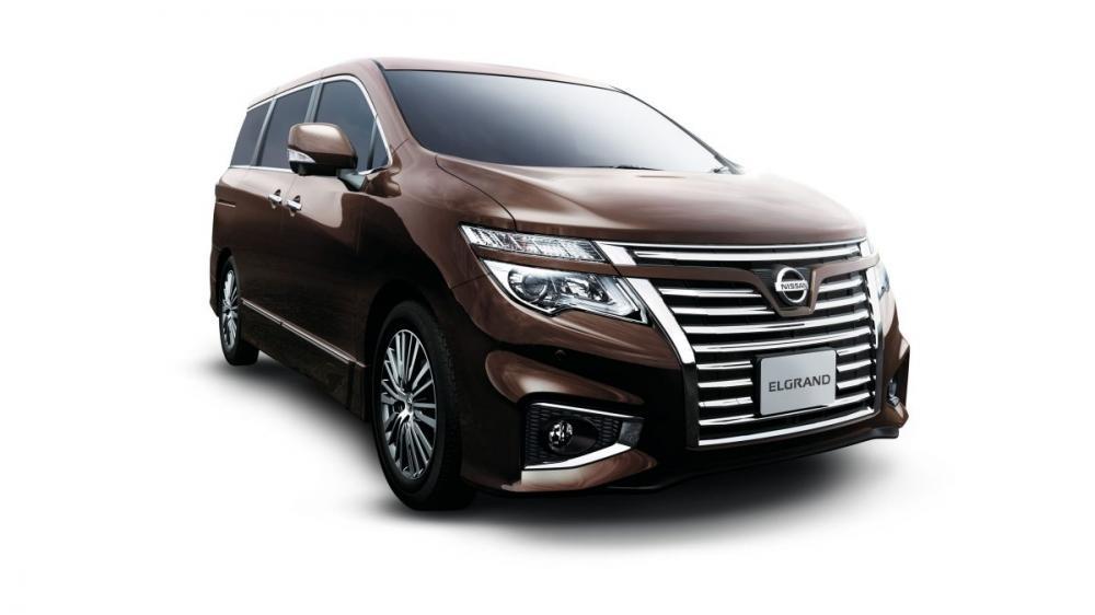 Nissan Elgrand Memiliki Desain Menarik Di Sampingnya