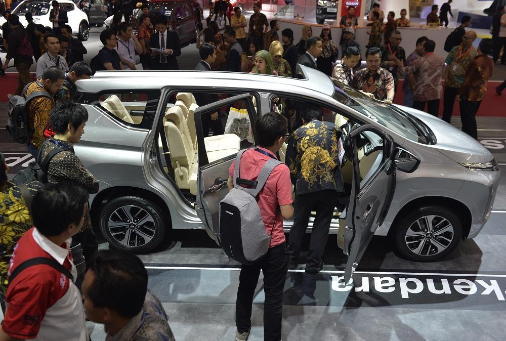 Foto Mitsubishi Xpander dikerumuni pengunjung pameran