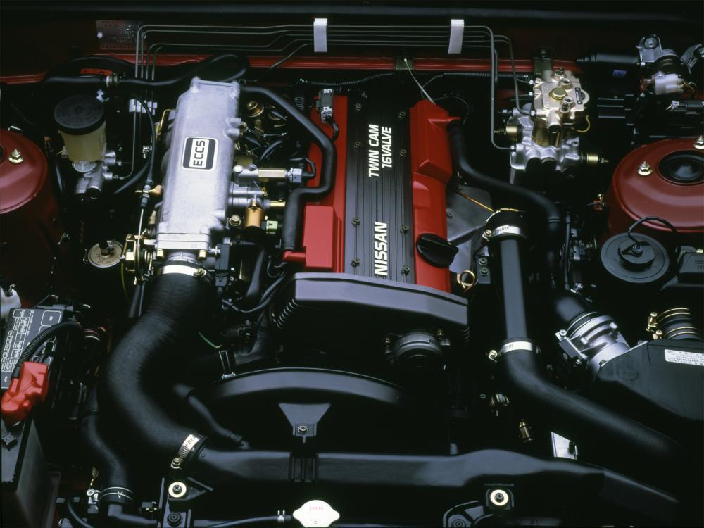 Gambar ini menunjukkan mesin Nissan SR20DET yang berada  di atas lantai