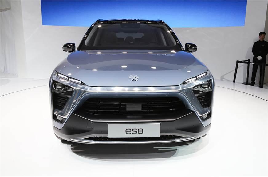 Gambar mobil listrik NIO ES8 tampak dari depan