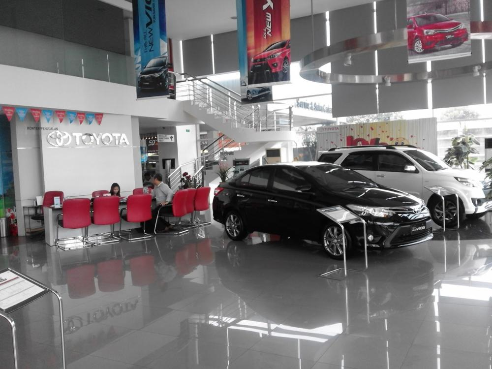 Gambar showroom Dealer Toyota