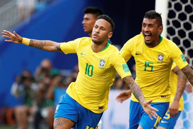 Neymar melakukan selebrasi usai mencetak gol