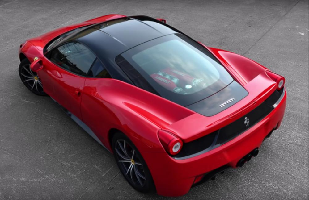 Ferrari 458 Italia warna merah milik Firmino