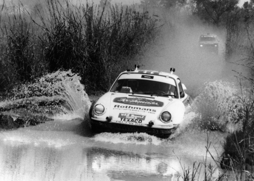 Gambar yang menunjukan mobil baru Porsche 953 keluaran tahun 1984