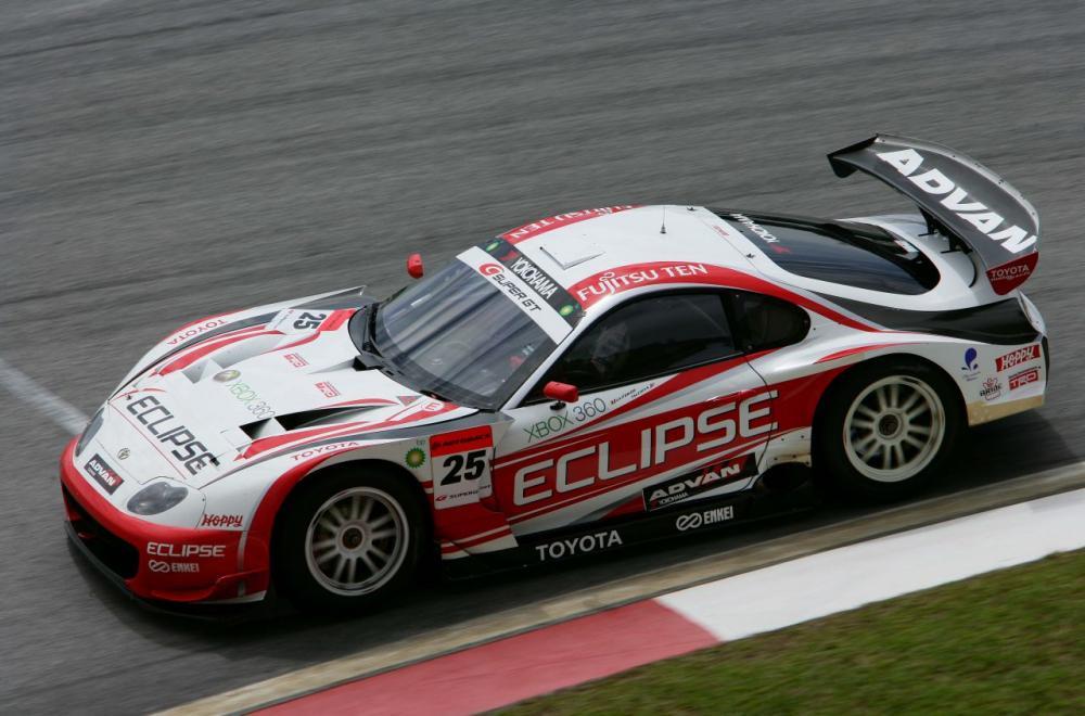 Aksi Toyota Supra di arena Super GT