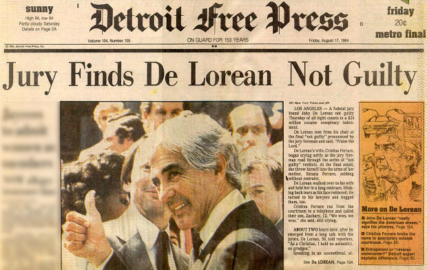 Gambar yang menunjukan koran yang memberitakan John DeLorean dibebaskan dari segala tuduhan