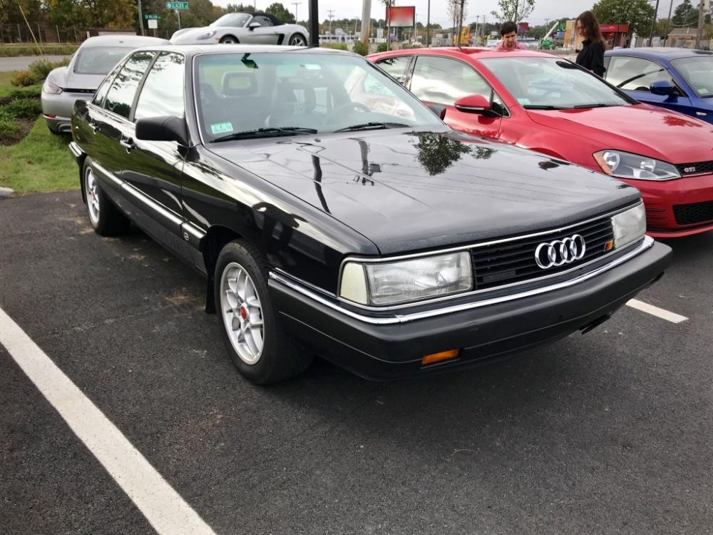 Gambar yang menunjukan mobil baru Audi 5000 yang dikeluarkan pada tahun 1987