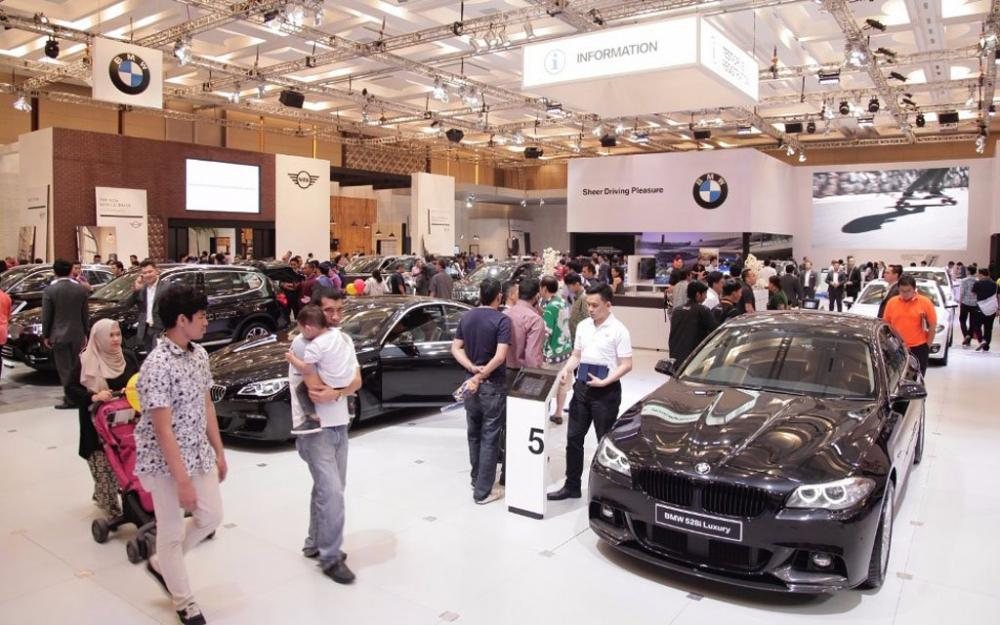 Gambar menunjukan suasana dalam Booth BMW di GIIAS 2018