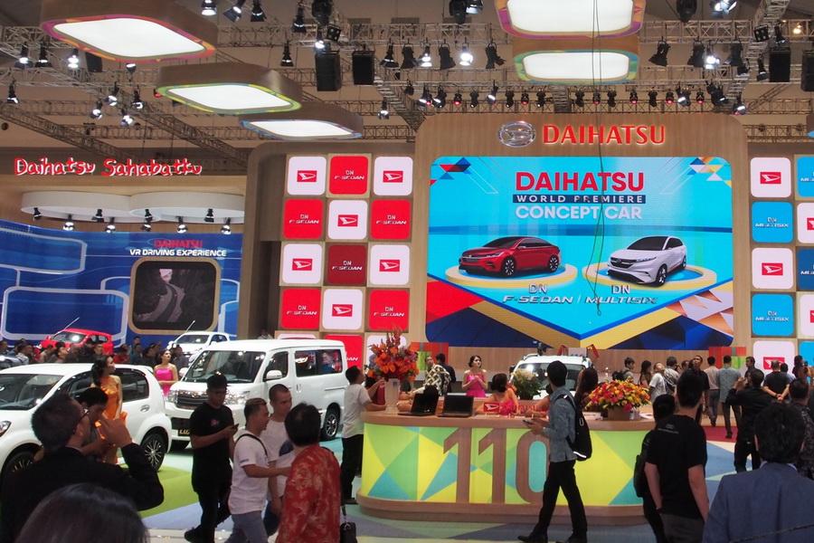Kemeriahan Booth Daihatsu oleh para pengunjung GIIAS 2017