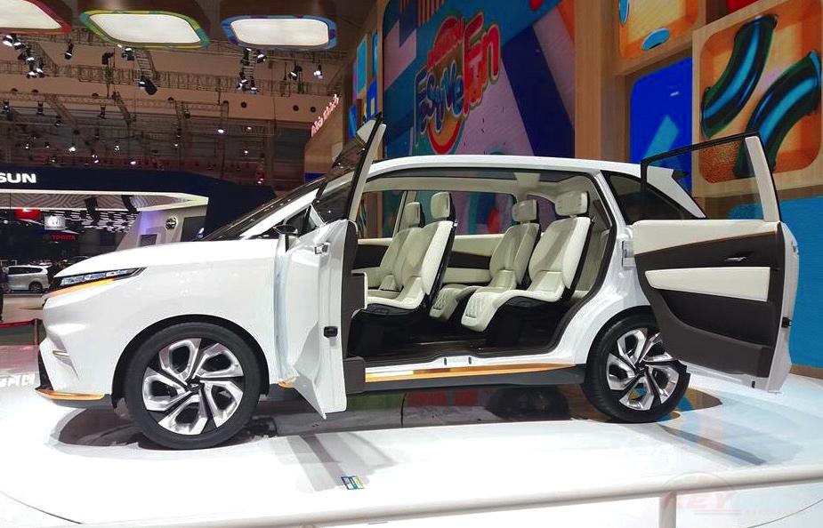 Foto Mobil konsep DN Multisix dengan pintu terbuka