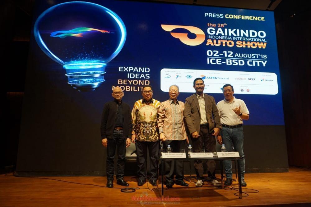 Gambar menunjukan banyak orang dalam Konferensi Pers GIIAS 2018 di Jakarta