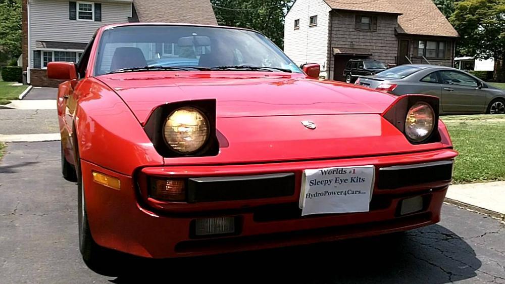 Gambar yang menunjukan mobil lama Toyota Celica yang memiliki lampu pop up