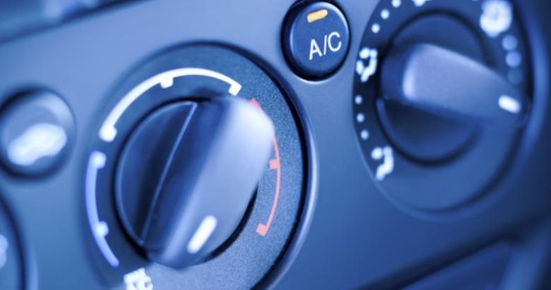 Gambar ini menunjukkan panel untuk memutar ac Mobil yang terdapat pada dashboard