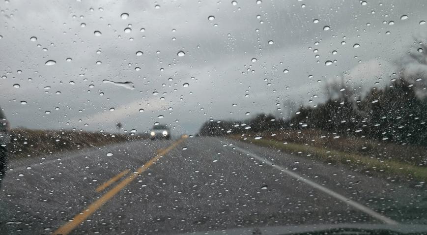 63+ Gambar Air Hujan Di Kaca Mobil