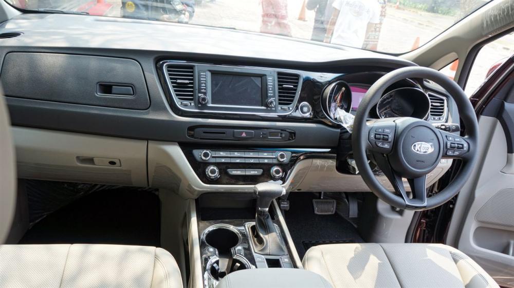 Kemewahan Kabin KIA Grand Sedona Diesel 2018 yang baik