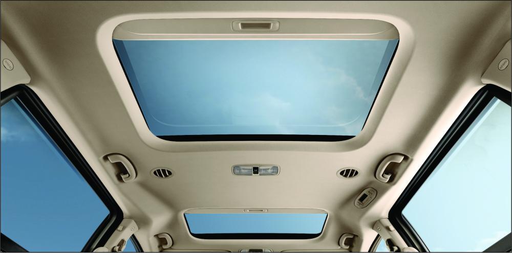 Interior KIA Grand Sedona Diesel 2018 dengan dual sunroof