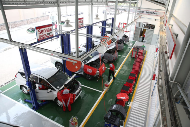Gambar aktifitas di bengkel Mitsubishi Setiakawan Menara Motor - Serang Banten