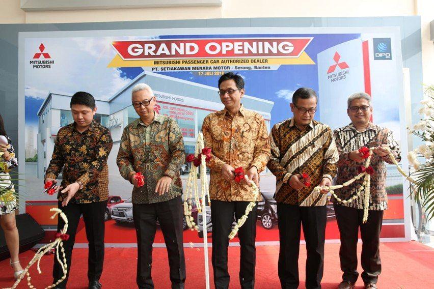 Gambar Pemotongan pita Grand Opening Dealer Mitsubishi Setiakawan Menara Motor Serang Banten