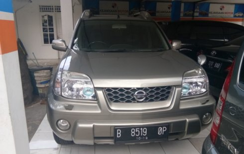 Gambar yang menunjukan versi lama Nissan X-Trail T30 di Indonesia